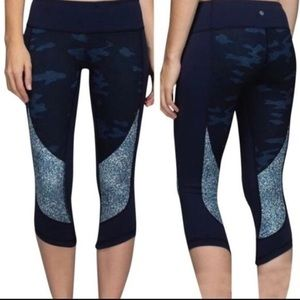 Lululemon navy blue camo cropped leggings